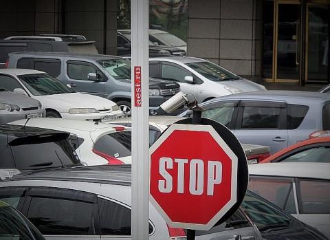 Право бесплатно парковаться на платных стоянках хотят дать особым водителям