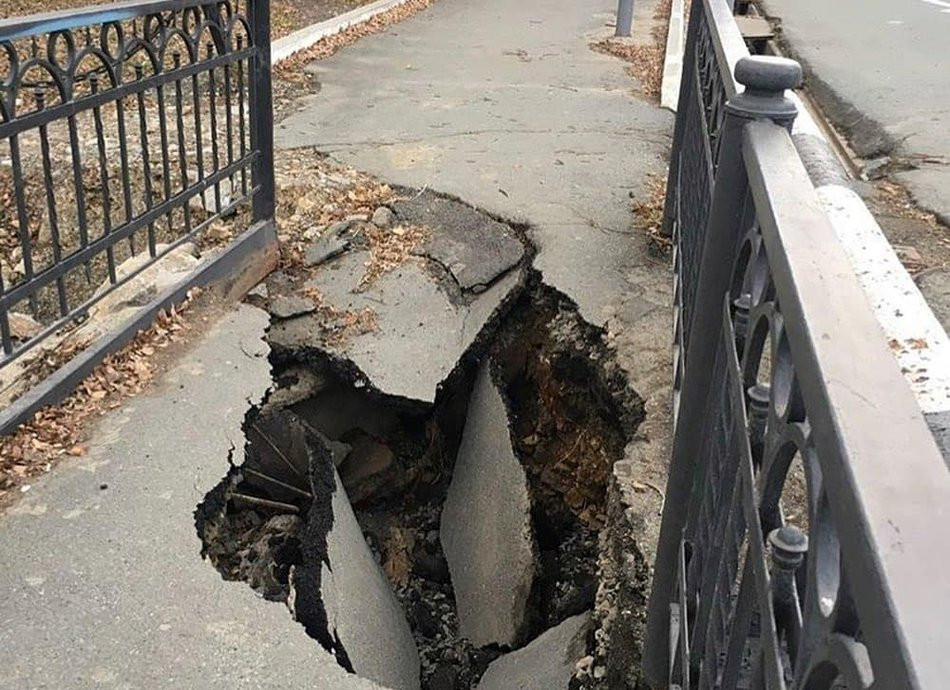 """""""Больно на это смотреть"""": очередной мост разрушился в Приморье"""
