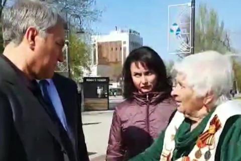 Саратовская бабушка пообещала побить Володина палкой