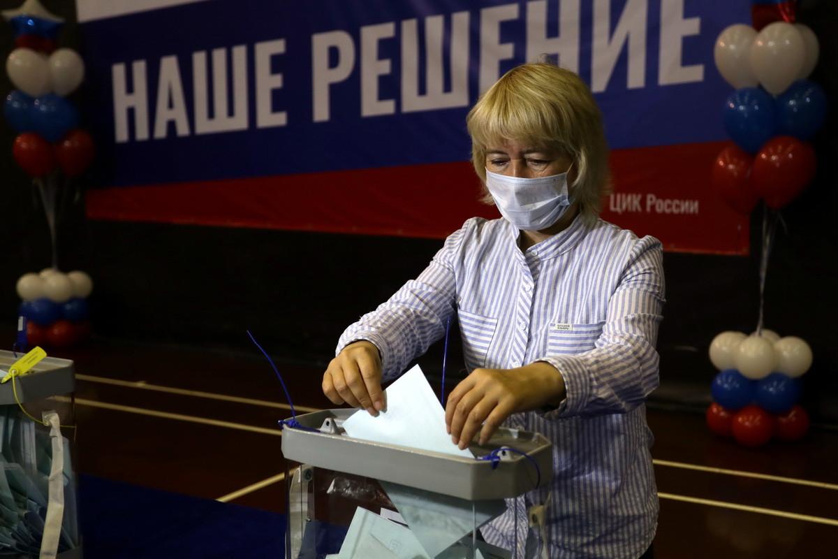 Более половины приморцев проголосовали по поправкам в Конституцию
