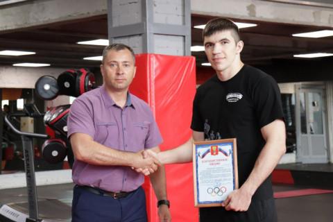 Приморского спортсмена отметили в мэрии Уссурийска