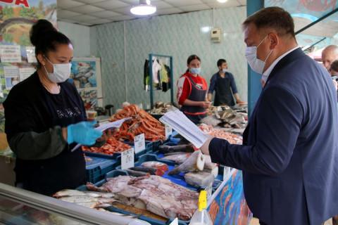Рейды по рынкам Владивостока провело региональное правительство