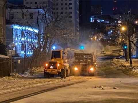 Автомобилистов Владивостока просят убрать машины на время расчистки улиц