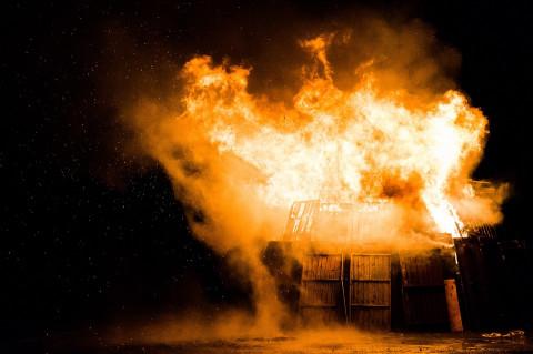 Двое детей погибли во время пожара в жилом доме во Владивостоке