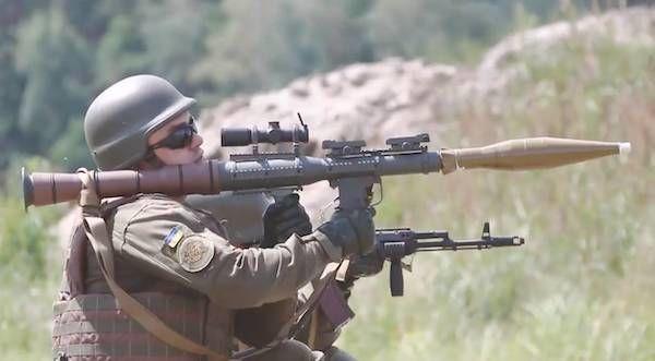 Выстрелил и зиганул: Украинские солдаты обстреливают Донбасс ради хайпа в TikTok