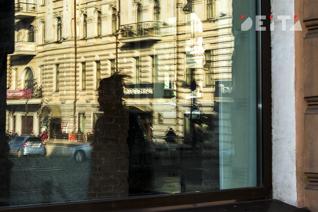 Примета кризиса: россияне с валютой стали «шарахаться» от банков