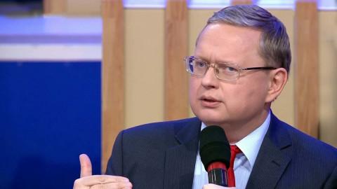 Чем грозит владельцам банковских карт отключение России от SWIFT, объяснил Делягин