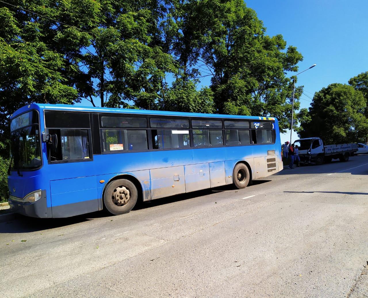 ДТП с участием пассажирского автобуса произошло во Владивостоке