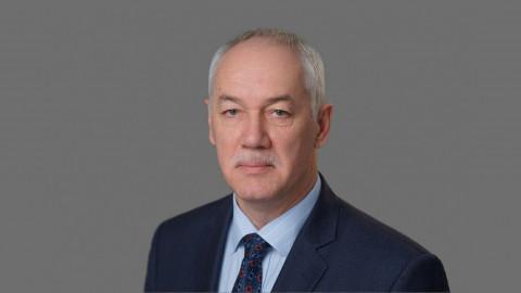 Председатель Думы Владивостока Андрей Брик поздравляет с Днем города
