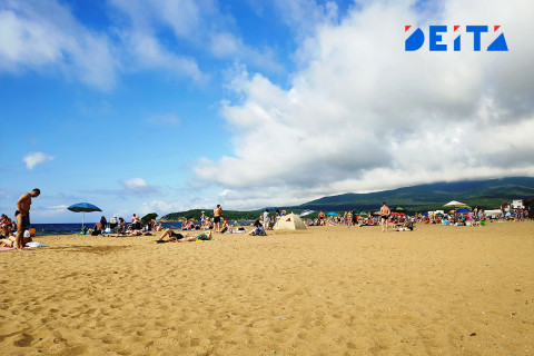 Нарушения на пляжах Славянки и Андреевки выявили полицейские