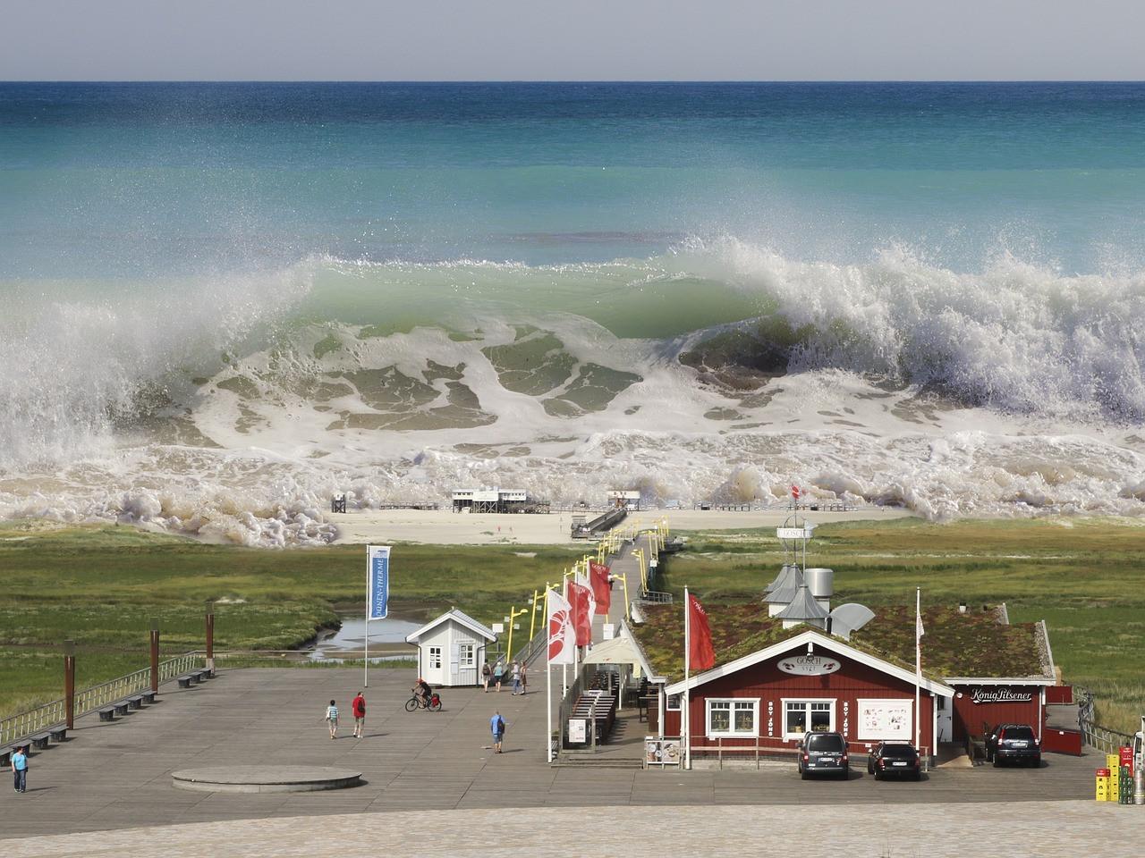 Приморцев пугают волнами высотой в семь метров