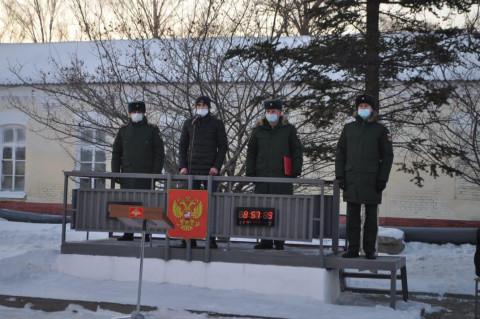 Чемпион напутствовал молодых военных в Приморье