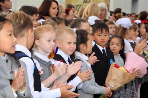 Путин выдает по 10 тысяч на подготовку к школе: кто получит деньги