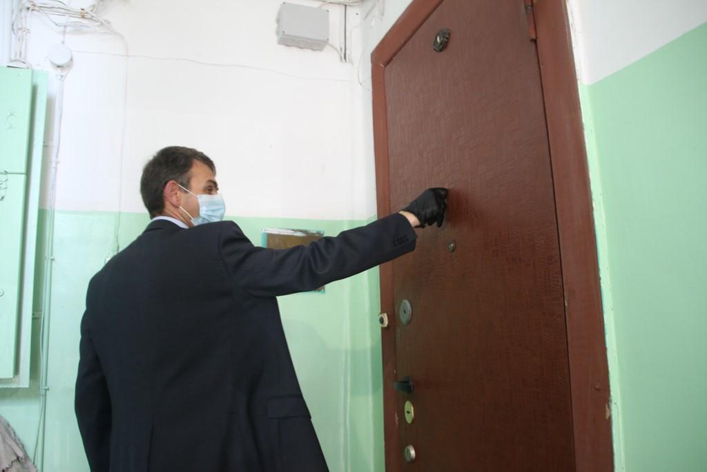 Работу управляющих компаний города по обработке подъездов проверили во Владивостоке