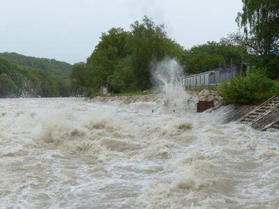 Река в Приморье выходит из берегов