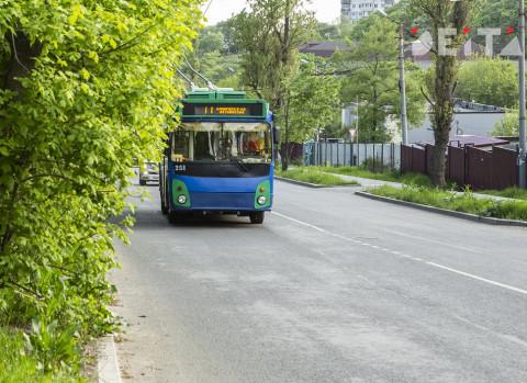 Тайфун парализовал движение электротранспорта во Владивостоке