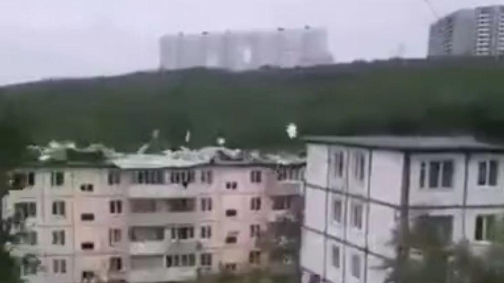 47 крыш сорвал ураган во Владивостоке