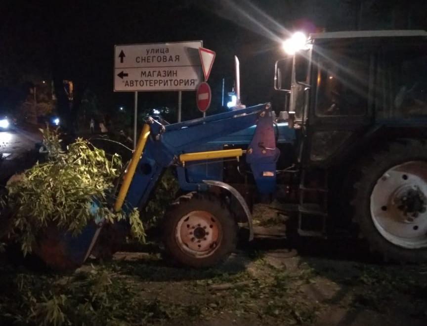 Дома, крыши и дороги чинят после тайфуна «Майсак» в Приморье