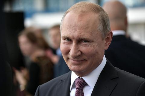 Путин признался, что не пользуется мобильным телефоном