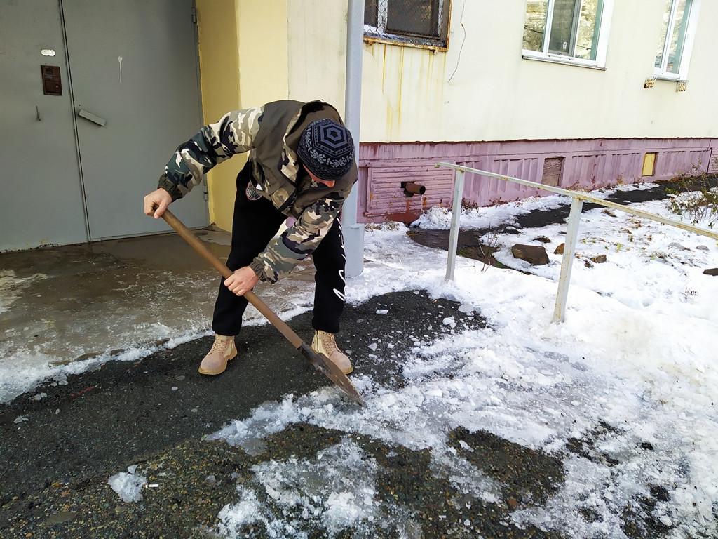 Свыше 500 административных материалов составлено за неубранный снег во Владивостоке
