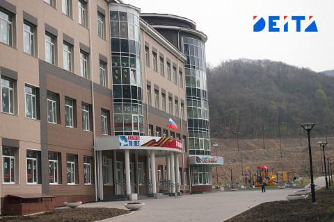 Константин Шестаков поручил усилить безопасность в школах Владивостока