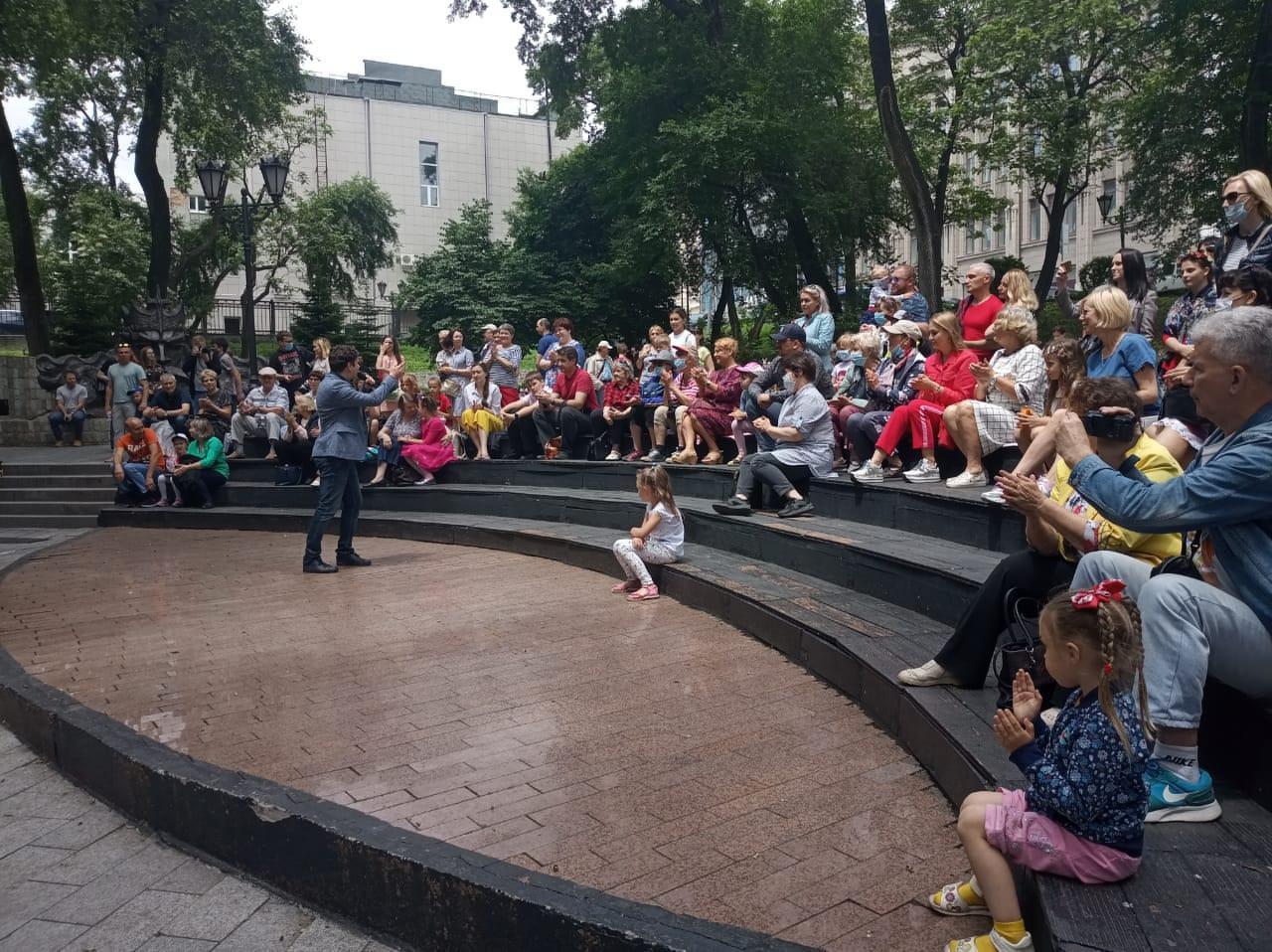 Юбилей Владивостока отпраздновали мини-концертом