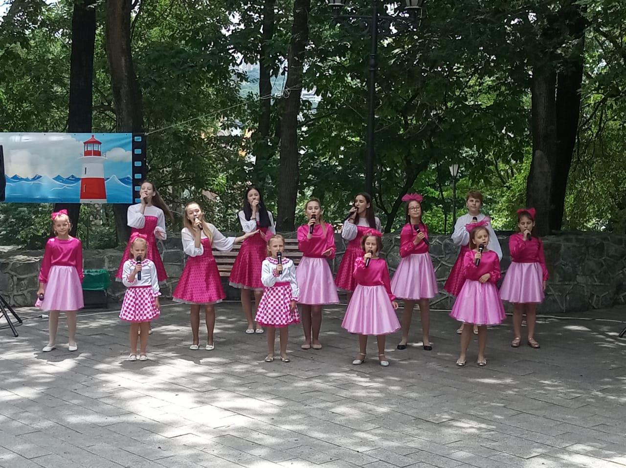 Гимн России исполнили на праздничном концерте во Владивостоке в необычной аранжировке