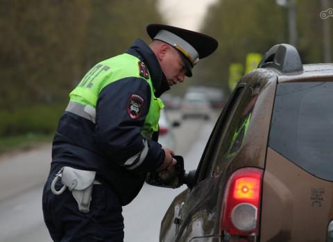 ГИБДД начнёт ловить нарушителей на обычных машинах без маркировки