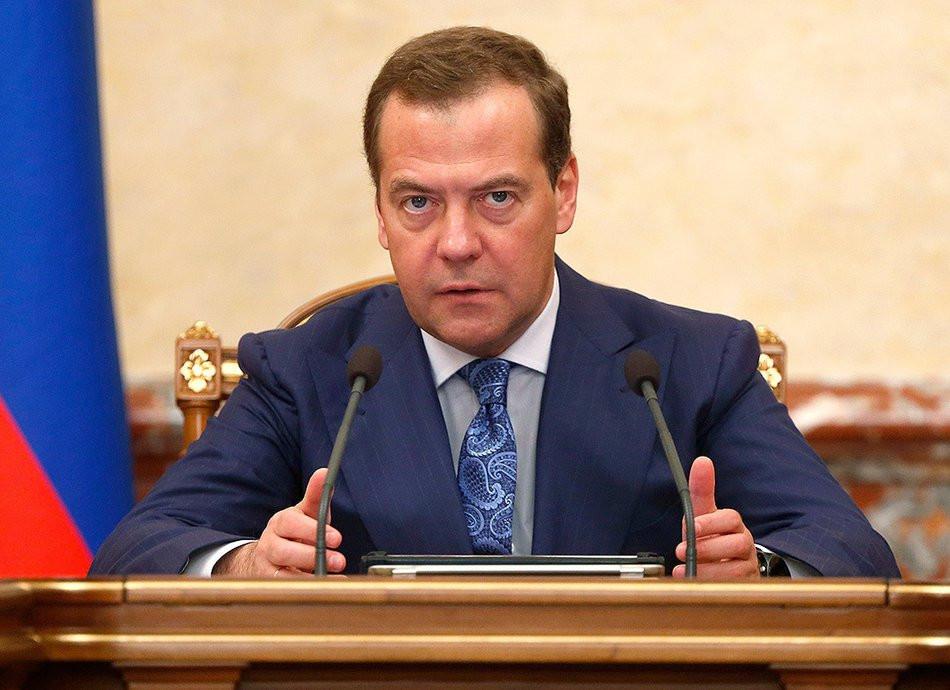 Без криминала: Медведев предложил ужесточить правила для мигрантов