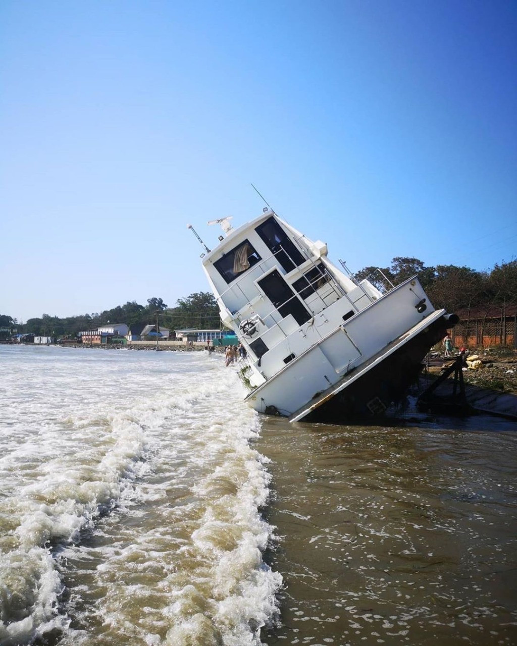 Последствия супертайфуна «Майсак» устраняют во Владивостоке