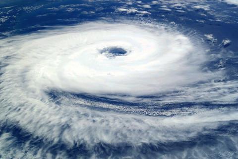 Водяной торнадо замечен в акватории Владивостока