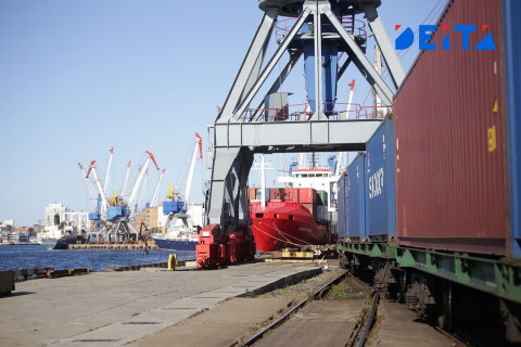 Перекрыли кислород: отправку грузов в торговый порт Владивостока ограничили