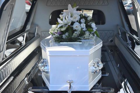 Дальневосточникам приходится хранить мертвецов во дворах