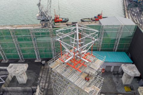 Ключ к навесу: строители уникального для портов Дальнего Востока защитного сооружения готовы к монтажу