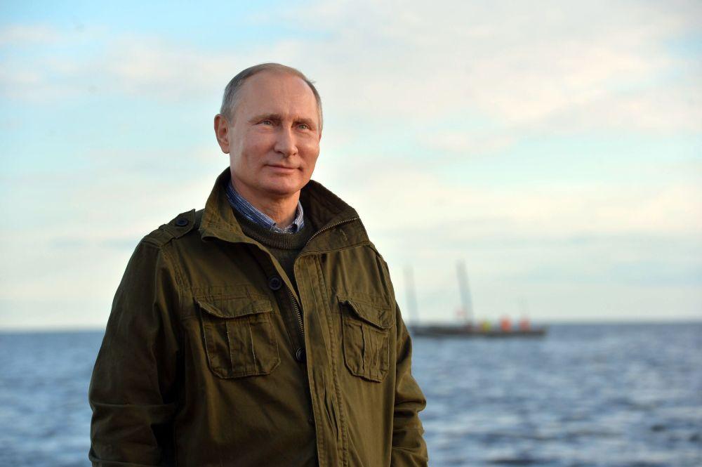 Путин поздравил моряков