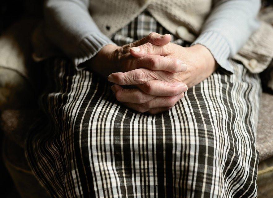 Две пенсионерки разорили банк, которым владел советник полпреда