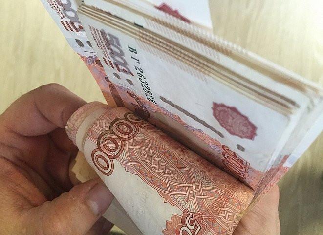 Госслужащим повысят зарплату в России