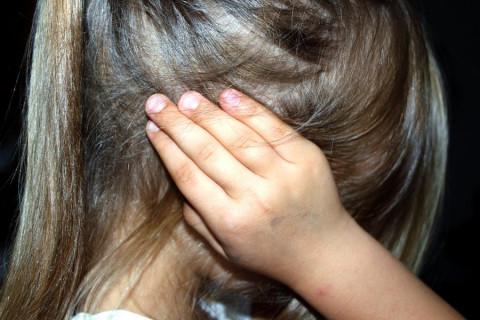 Педофил увел двух младшеклассниц с детской площадки