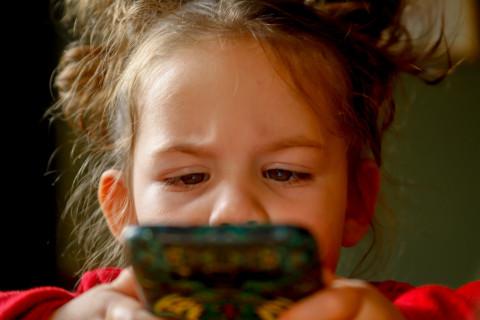 Чего не должно быть в телефоне у ребёнка