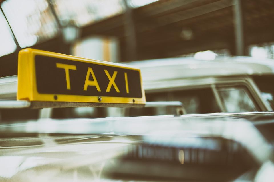 Таксист протащил полицейского за автомобилем