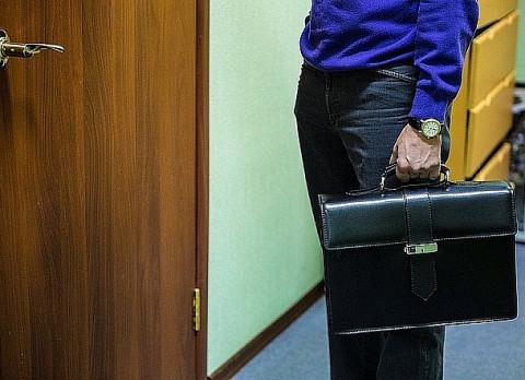 Российские чиновники скрываются от народа в кабинетах