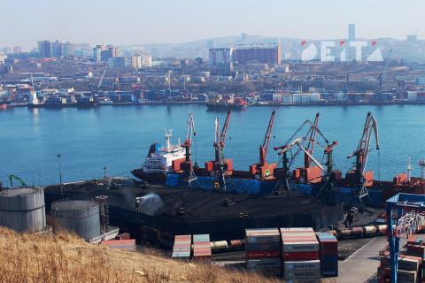 Путин поручил заняться угольным сбором в дальневосточных портах