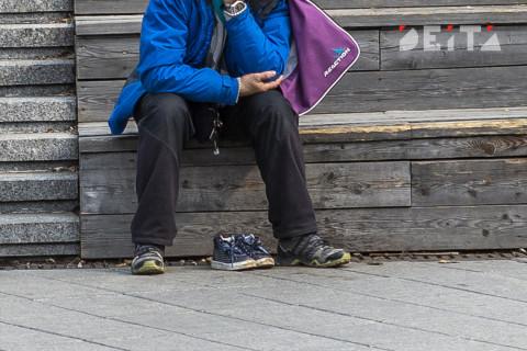 Брошенной пенсионерке из Владивостока оказали помощь после вмешательства горожан