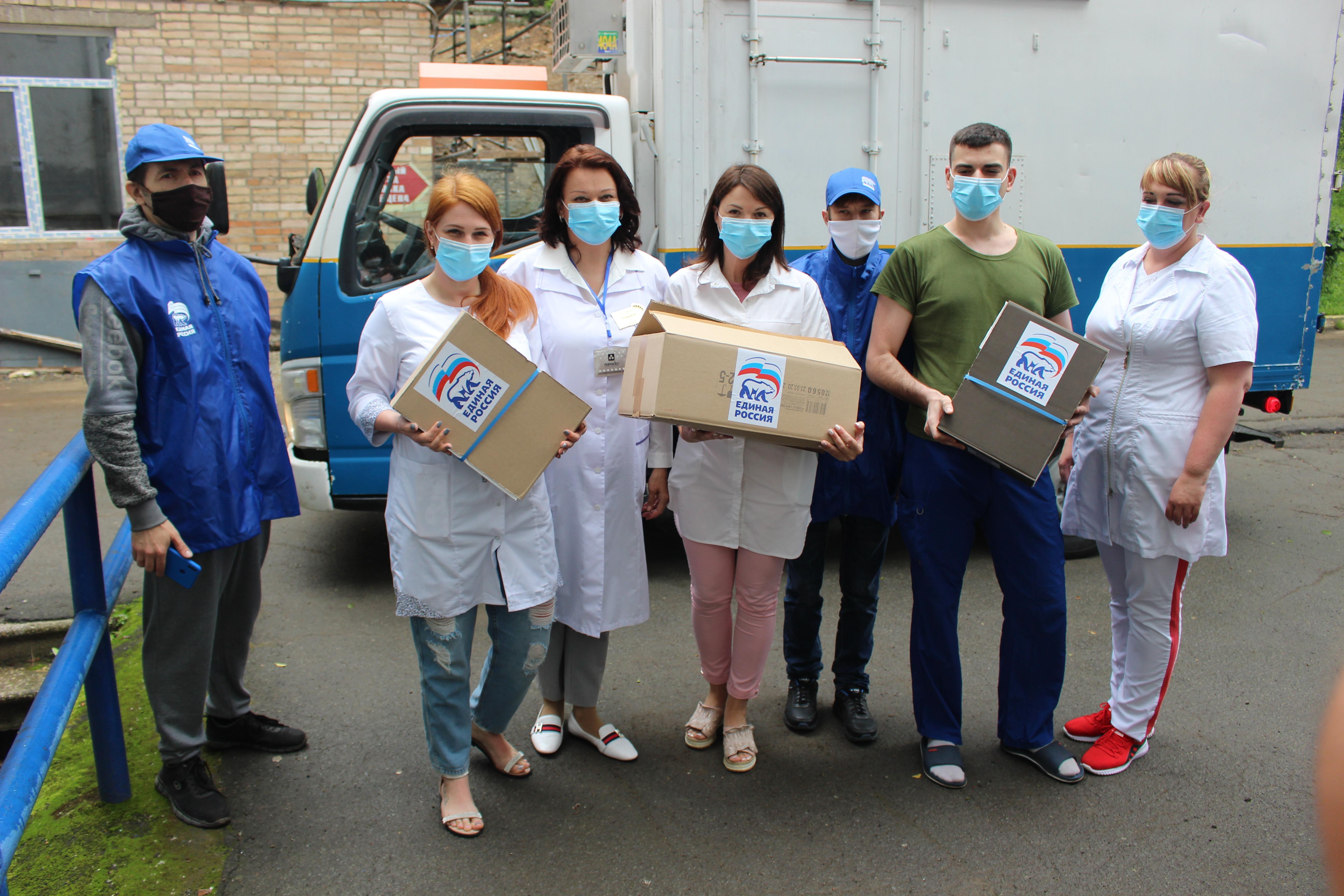 Партийцы организовали горячие обеды для врачей инфекционного отделения ВКБ №4