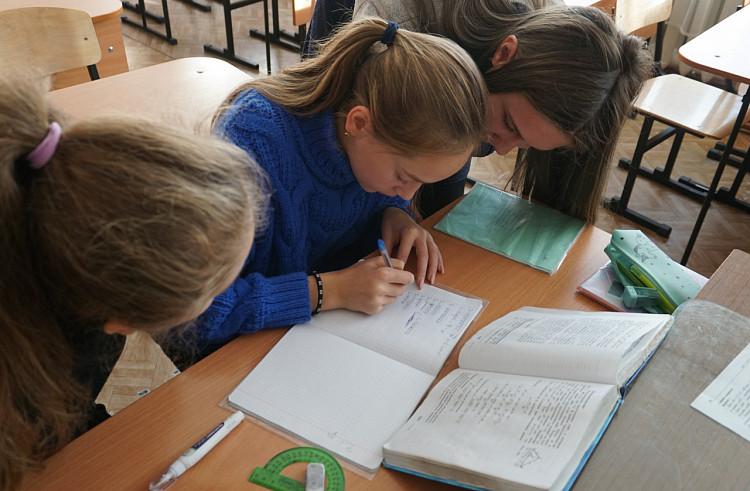 Школьники смогут ходить на уроки без теста на COVID-19