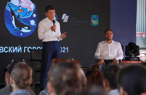 Олег Кожемяко рассказал молодежи, чем хороша жизнь на Дальнем Востоке