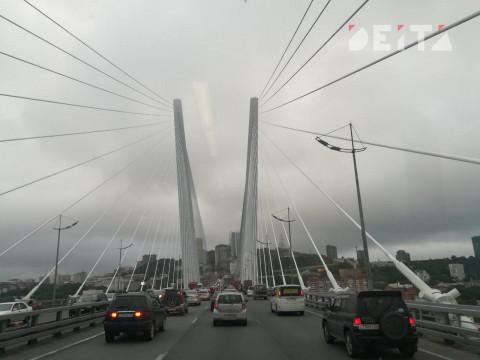 Мужчина упал с моста во Владивостоке