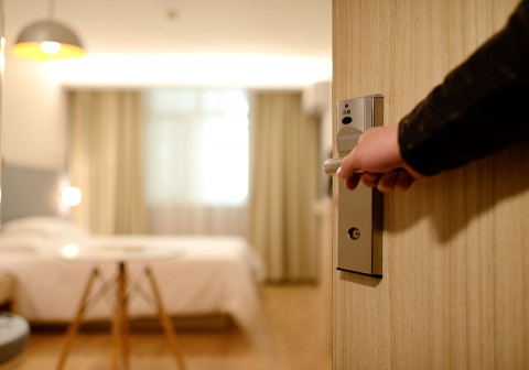 За квартирой ведётся слежка: как понять, что жильём заинтересовались воры