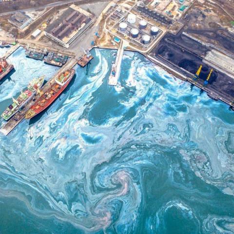 Масштабный разлив нефтипроизошел в акватории Находки