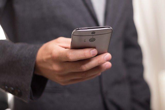 Россиянам объяснили, почему нельзя давать телефон чужакам